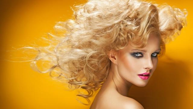 Tendenze capelli:il 2015 li vuole mossi e wavy
