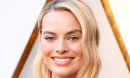 MOROCCANOIL FIRMA L'HAIRLOOK DI MARGOT ROBBIE AI 90^ ACADEMY AWARDS