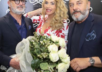 Silvio Brambilla CFO PhaseTech con Marco Di Iulio CEO PhaseTech e Valeria Marini @ stand B-SELFIE Cosmoprof 2019 (ph Miro Ragazzini)