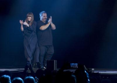 Tyler Johnston e Lesley Jennison on stage