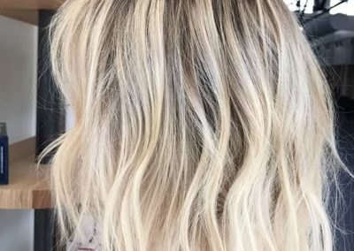 blonde-with-dark-roots-hair-shade